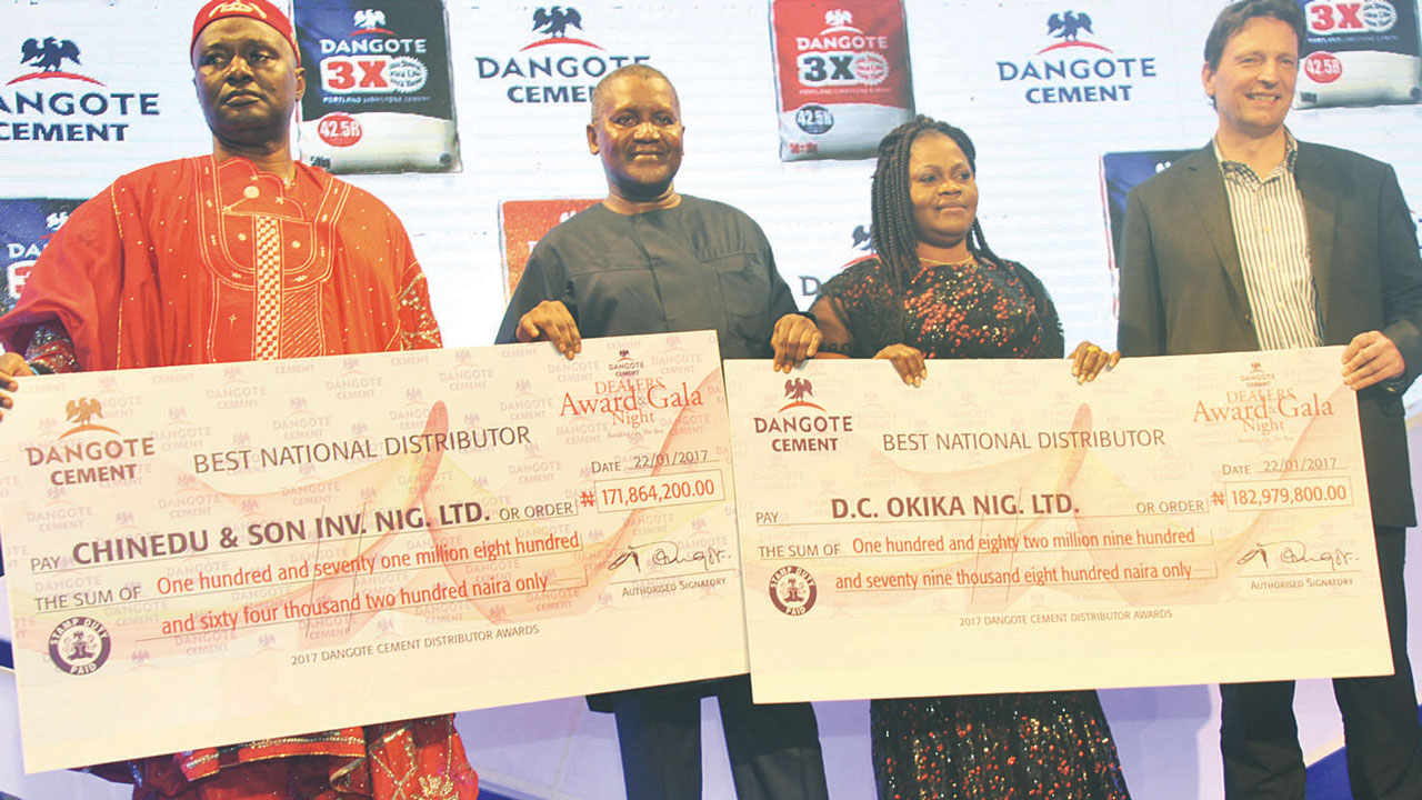 Winner of the second best national distributor and Chairman, Chinedu & Son Inv. Nig Limited, Ide Chinedu Ezenyili (left); Chairman, Dangote Cement Plc, Aliko Dangote; best national distributor and Managing Director, D. C. Okika Nig Ltd., Beatrice Okika and Group Managing Director of the firm, Onne van der Weijde, during the gala night & award ceremony for Dangote cement distributors in Lagos… at the weekend.
