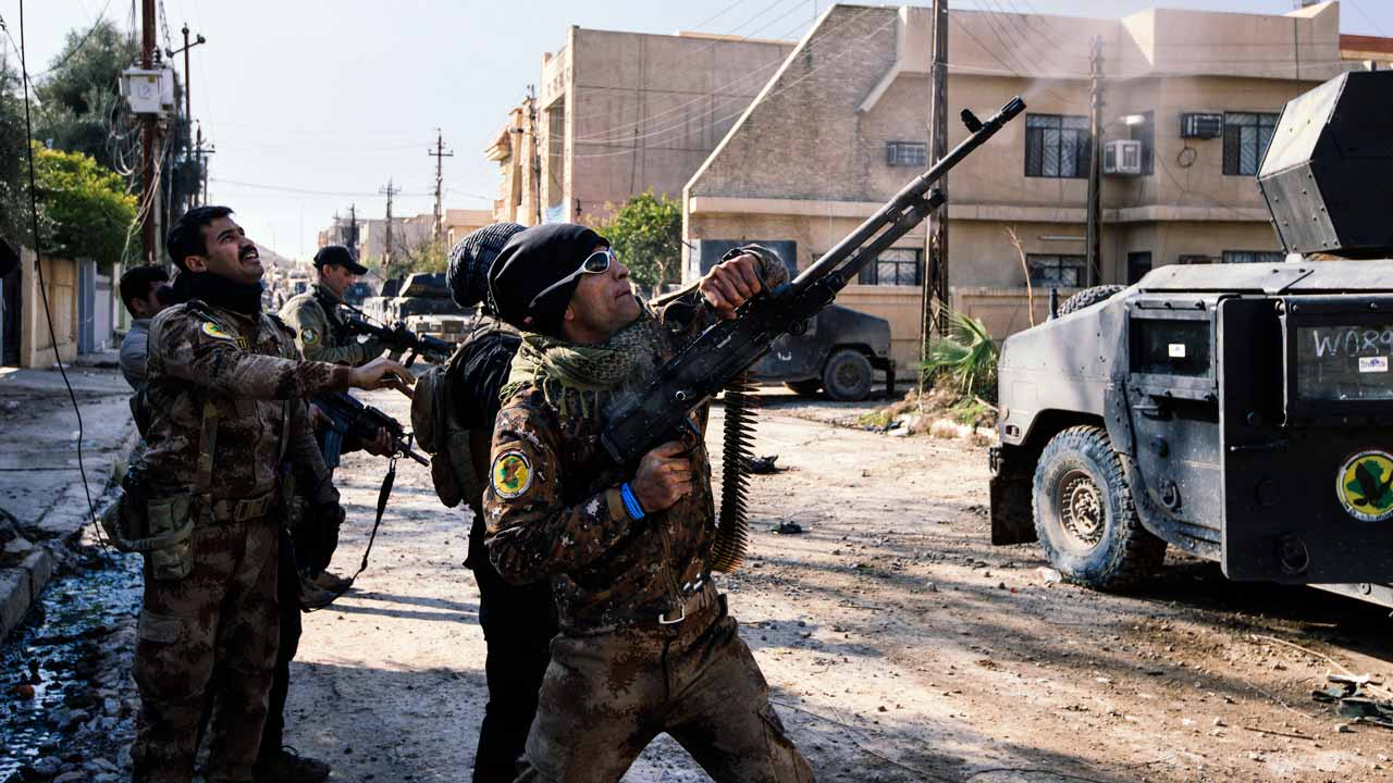 An Iraqi special forces Counter Terrorism Service (CTS) member shoots at a drone flown by Islamic State group jihadists (IS) in Mosul's al-Rifaq neighbourhood on January 8, 2017, as an ongoing military operation against the militants continues. Elite Iraqi forces battling the Islamic State group in eastern Mosul reached the Tigris River that splits the city in two for the first time, a spokesman said. Dimitar DILKOFF / AFP