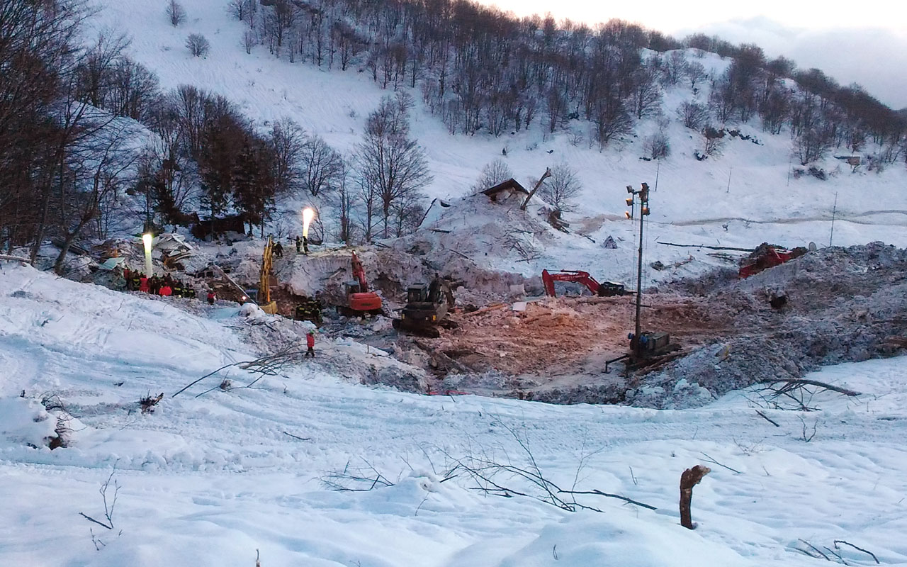 This handout photo taken and released by the Corpo Nazionale Soccorso Alpino e Speleologico (CNSAS) on January 25, 2017, shows the site where the Hotel Rigopiano was engulfed by a powerful avalanche on January 18, near the village of Farindola. The number of bodies recovered from the ruins of an Italian hotel buried by an avalanche rose to 24 on January 25, 2017, local authorities said. Another five people were still unaccounted for, presumed dead, as a result of the January 18 disaster, which saw the Hotel Rigopiano ripped from its foundations by the force of a wall of tree and mud-packed snow hurtling down the hillside into which it was built. / AFP PHOTO / CNSAS AND AFP PHOTO / Lorenzo NATRELLA /