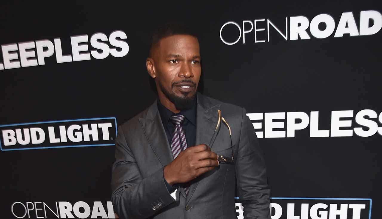 "LOS ANGELES, CA - JANUARY 05: Actor Jamie Foxx arrives at the premiere of Open Road Films' ""Sleepless"" at the Regal LA Live Stadium 14 Theatre on January 5, 2017 in Los Angeles, California. Kevin Winter/Getty Images/AFP  KEVIN WINTER / GETTY IMAGES NORTH AMERICA / AFP"