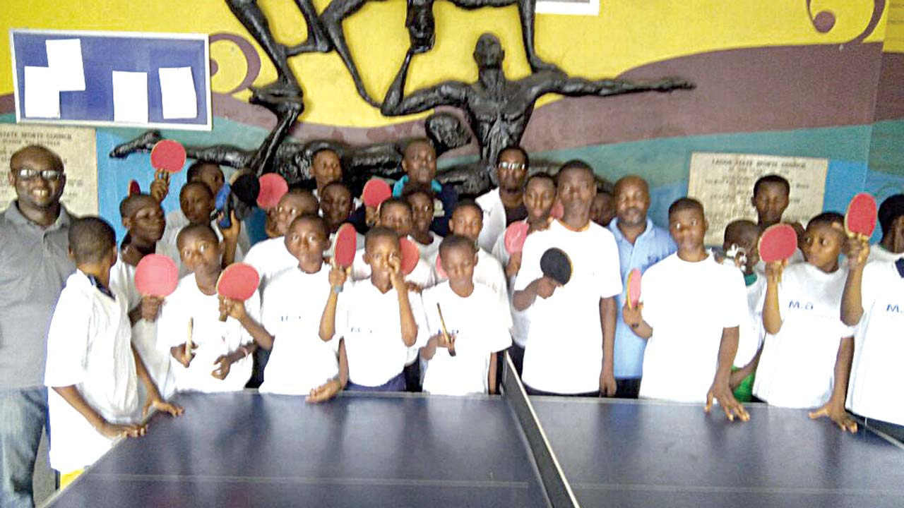 Chairman, Lagos State Table Tennis Association, Femi Sokoya, presenting table tennis kits to cadet players donated by Scuola Italian Tennis Tavolo Club at the Rowe Park Sports Centre, Yaba…recently.