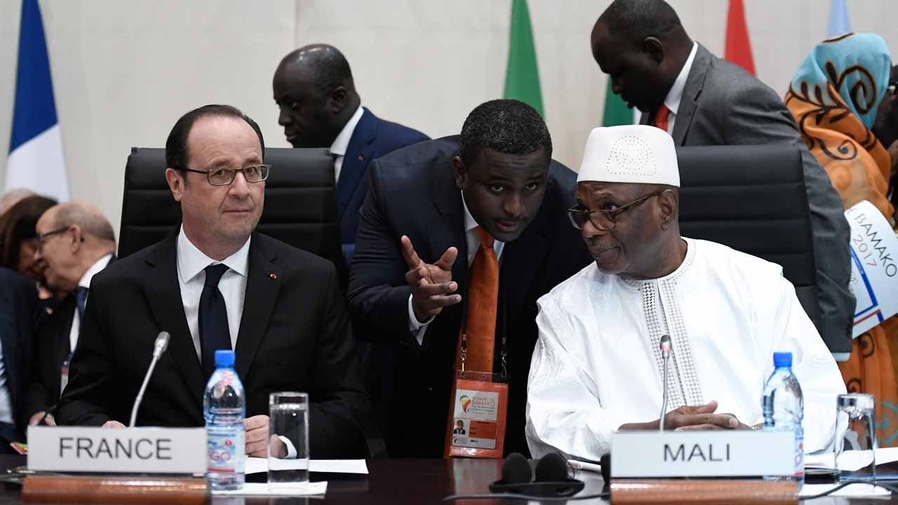 France's President Francois Hollande (L) and Mali's President Ibrahim Boubacar Keita (R) attend the Africa-France summit in Bamako on January 14, 2017. Some 30 African leaders and French President Francois Hollande are gathering for an Africa-France summit to discuss the jihadist threat, challenges to governance and the migrant crisis. STEPHANE DE SAKUTIN / AFP