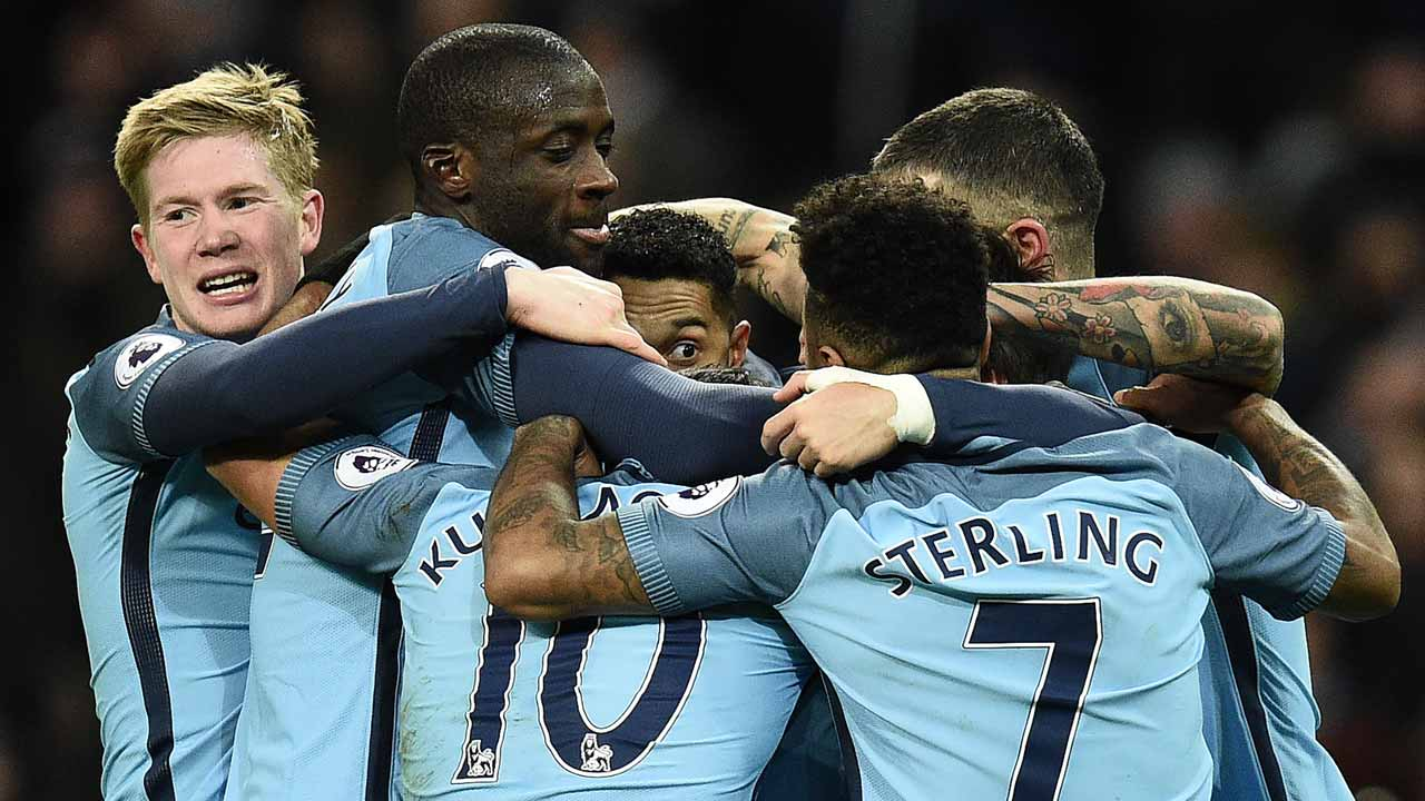 Manchester City's French defender Gael Clichy (C) is mobbed by teammates as he celebrates scoring his team's first goal during the English Premier League football match between Manchester City and Burnley at the Etihad Stadium in Manchester, north west England, on January 2, 2017. Oli SCARFF / AFP