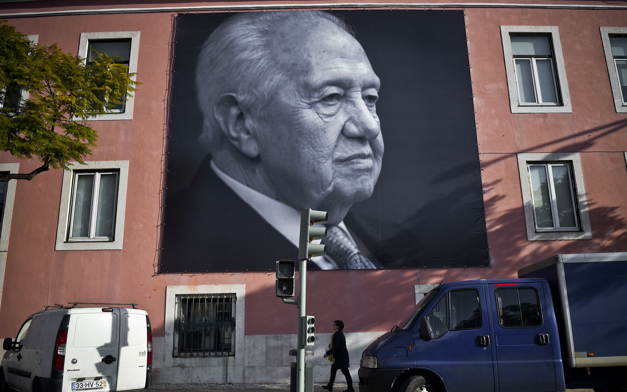 Mario Soares, widely seen as the father of Portugal's modern-day democracy, was a towering figure in the country's political scene who spearheaded its entry into the European Union. Soares, the founder of Portugal's Socialist party who died on January 7, 2017 at the age of 92, spent decades in politics, serving as foreign minister, prime minister and president as well as a European lawmaker./ AFP PHOTO / PATRICIA DE MELO MOREIRA