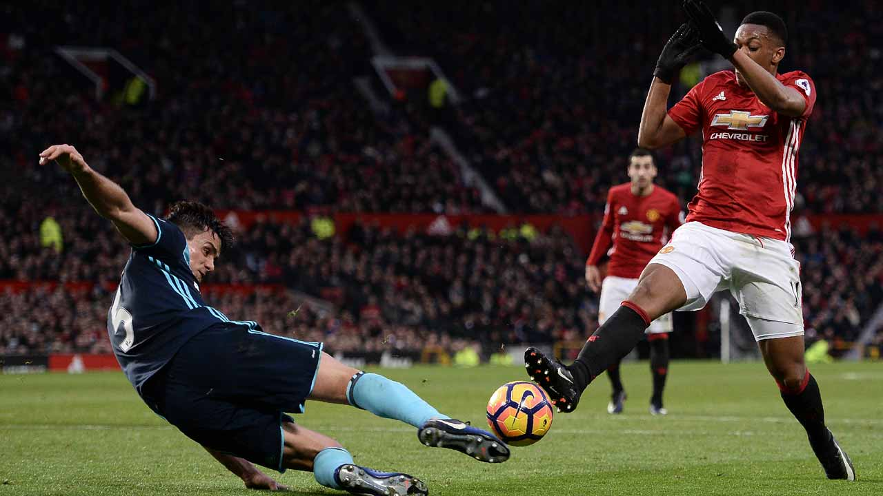 Manchester United's French striker Anthony Martial (R) attempts a shot but is stopped by Middlesbrough's Colombian defender Bernardo Espinosa during the English Premier League football match between Manchester United and Middlesbrough at Old Trafford in Manchester, north west England, on December 31, 2016. Oli SCARFF / AFP