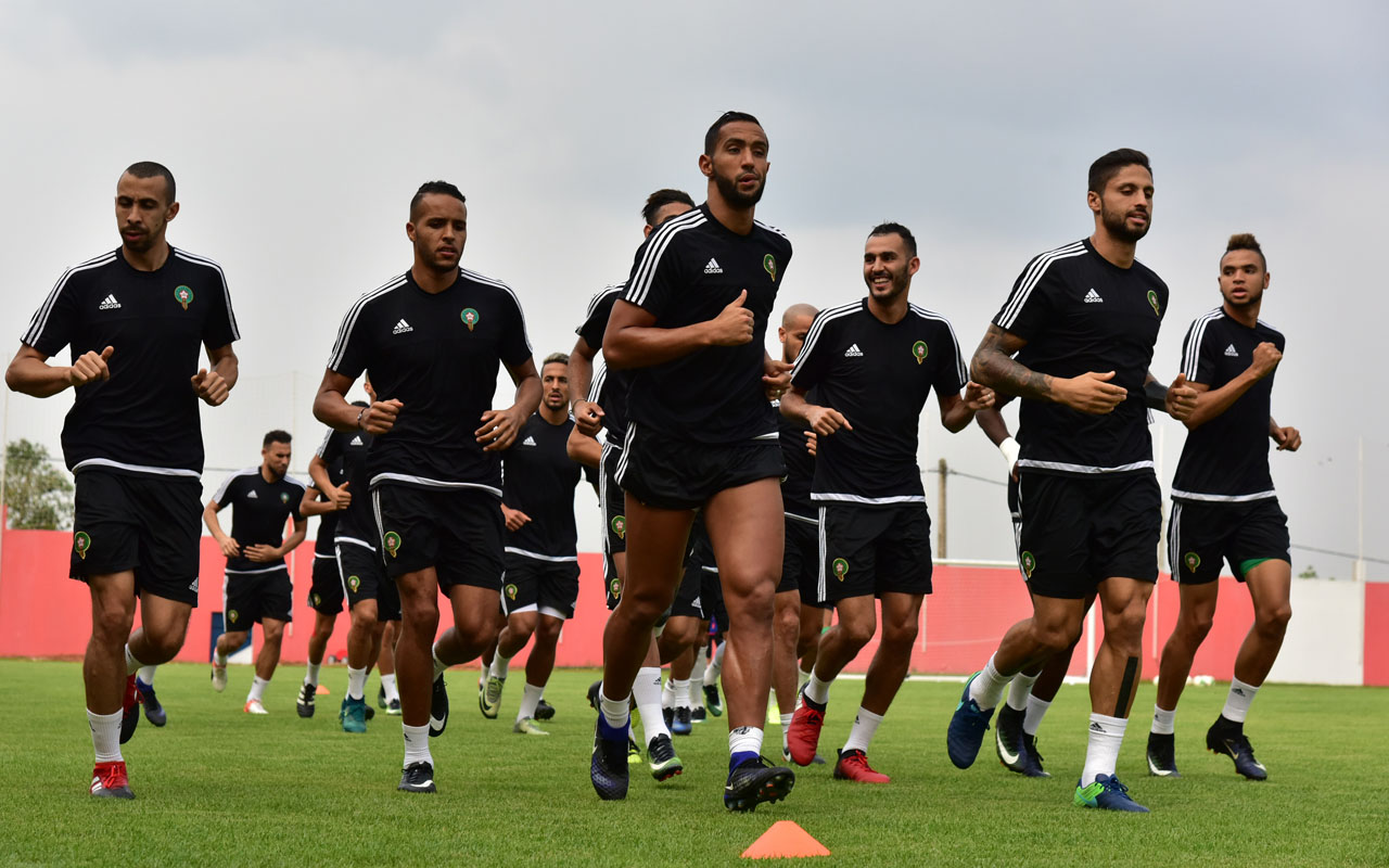 Morocco's national football team players run past during a training session on January 18, 2017 in Bitam during the 2017 Africa Cup of Nations football tournament in Gabon.   / AFP PHOTO / ISSOUF SANOGO
