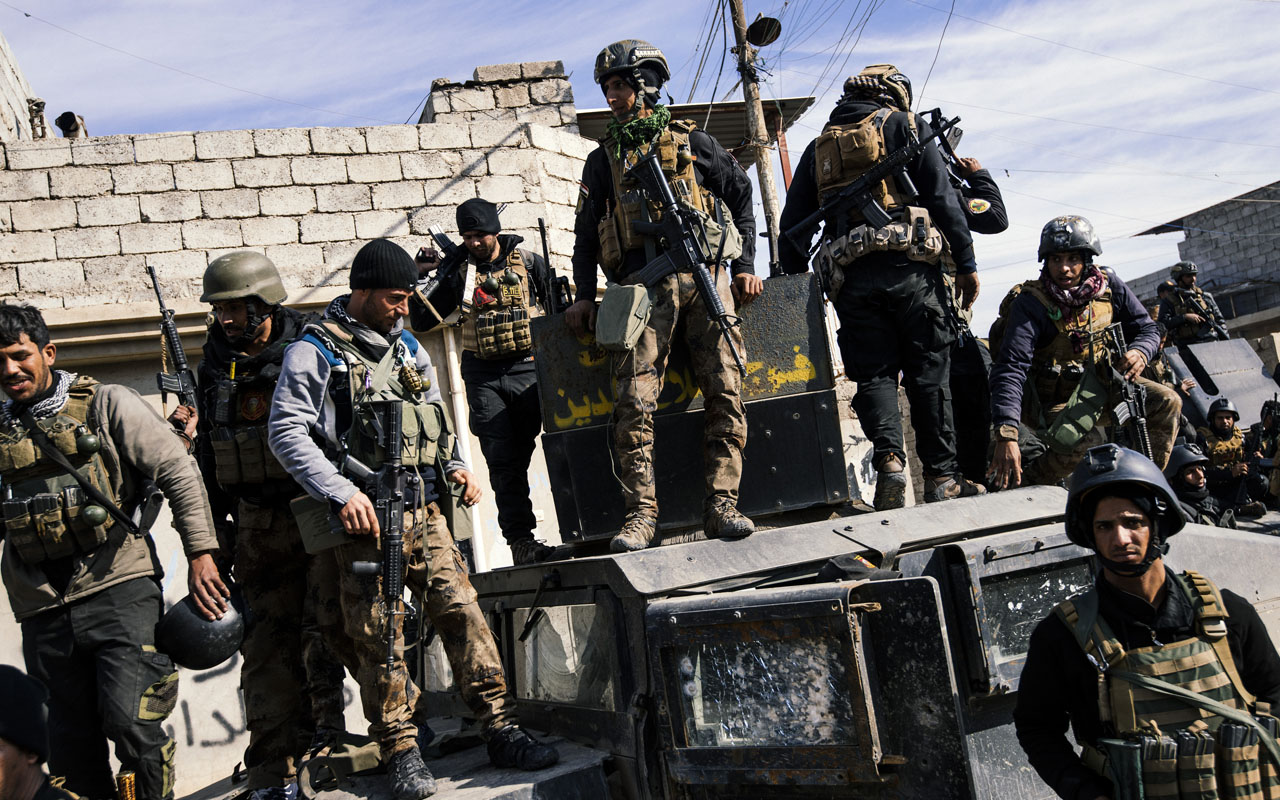 Members of the Iraqi special forces Counter Terrorism Service (CTS) hold a position in Mosul's al-Jazair neighbourhood on January 17, 2017, during an ongoing military operation against Islamic State (IS) group jihadists. Iraqi forces battling the Islamic State group in Mosul retook an area where the jihadists levelled one of the city's most well-known shrines in 2014, officials said. / AFP PHOTO / Dimitar DILKOFF