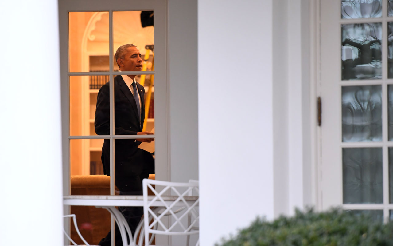 US President Barack Obama is seen in the Oval Office at the White House in Washington, DC prior to departing for the last time as president January 20, 2017.  / AFP PHOTO / JIM WATSON