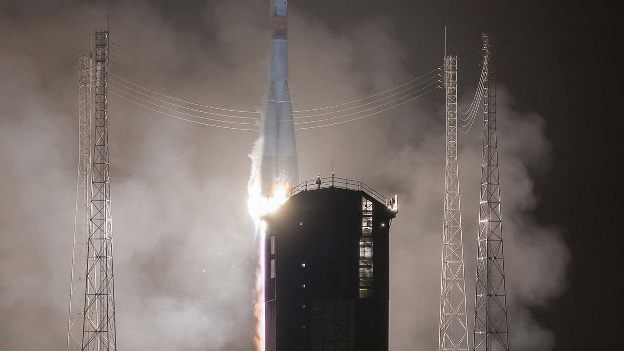 A handout photo released on January 28, 2017 by the CNES shows the launch of a Soyuz rocket on January 27 from the European Spaceport in Kourou, in French Guiana, to put into orbit a telecommunications satellite for Spanish operator Hispasat. P PIRON / CNES / AFP