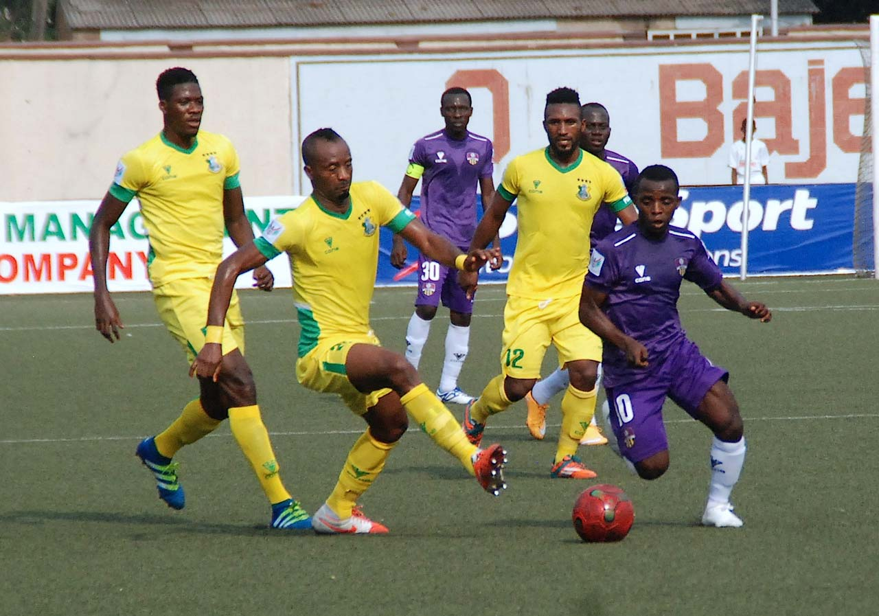 MFM FC midfielder, Onuwa Chukwuka (right), takes on Kano Pillars defender, Chinedu Udoji, during their NPFL Week Six game at the Agege Stadium on Sunday. MFM will travel to Akure for the South West derby… this weekend.                                                        PHOTO: FEMI ADEBESIN-KUTI