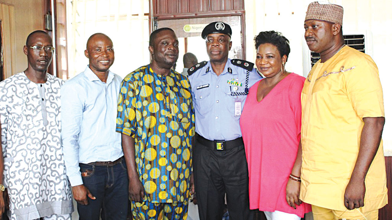 Oyo State Commissioner of Police, Mr. Samuel Adegbuyi (third right), Baron Akintunde Opaleye (fourth right), Tokunbo Ladipo (left), Olanrewaju Agiri (second left), Gbenga Opaleye (right) and Edna Aiyegbeni (second right), during the OSABA board's visit to the Police boss… at the weekend.