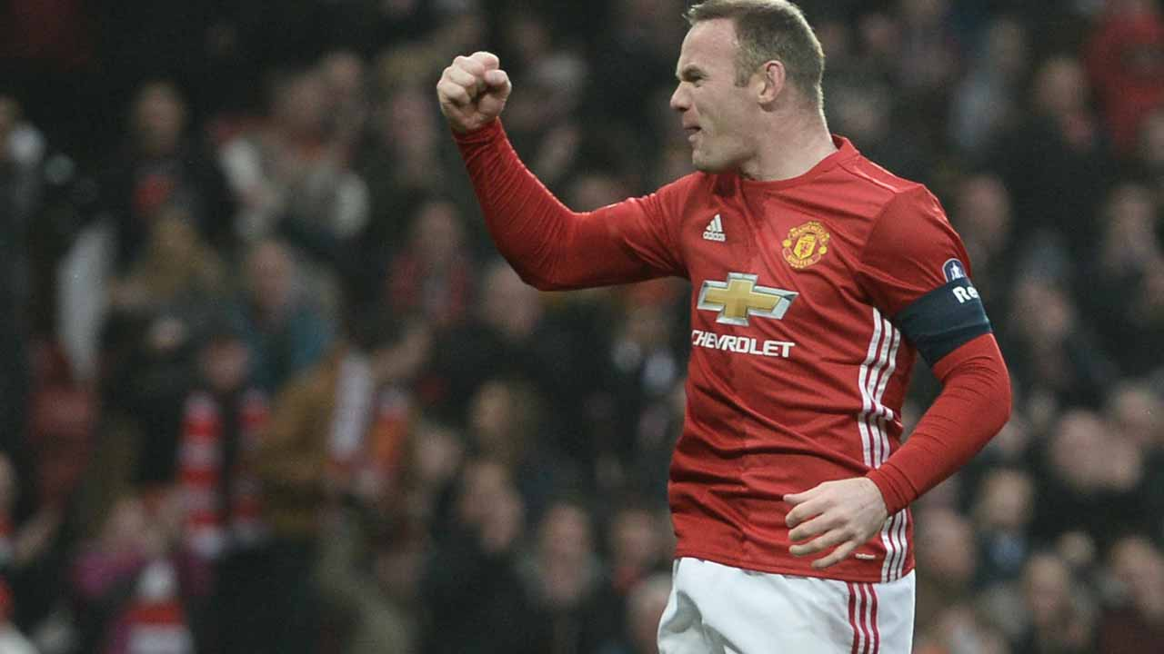 Manchester United's English striker Wayne Rooney celebrates scoring the opening goal and equalling Bobby Charlton's Manchester United all-time scoring record during the English FA Cup third round football match between Manchester United and Reading at Old Trafford in Manchester, north west England, on January 7, 2017. Oli SCARFF / AFP