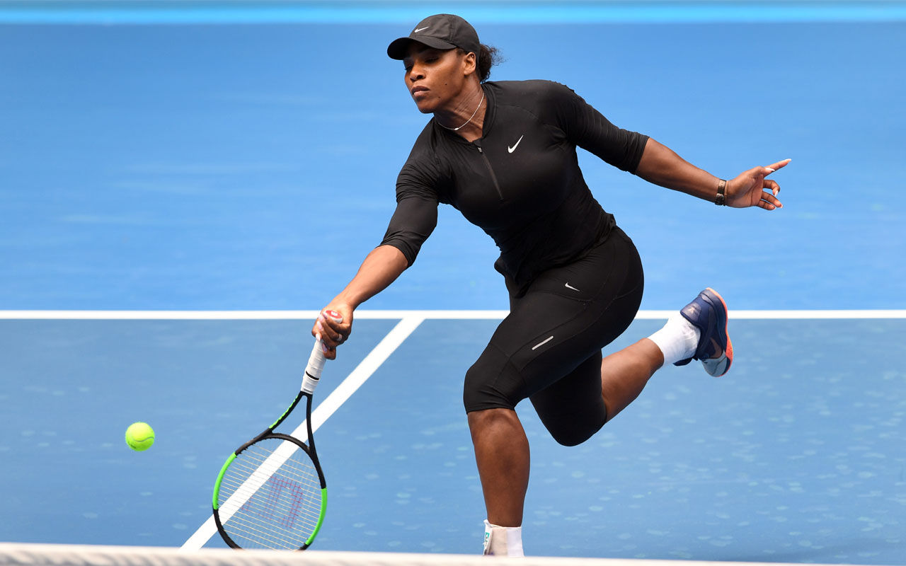 Serena Williams of the US hits a forehand return during a tennis training session in Melbourne on January 11, 2017. Top players from around the world are arriving in Melbourne in the lead up to the Australian Open from January 16 to 29. / AFP PHOTO / William WEST / IMAGE