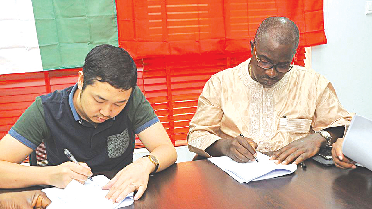 Startimes Vice President (Marketing) and General Manager Lagos, Justin Zhang and HS Media Group Chairman and Chief Executive Officer, Taye Ige, at the contract signing of the partnership between both firms for broadcast of live studio German Bundesliga matches on the Startimes channels…at the weekend.