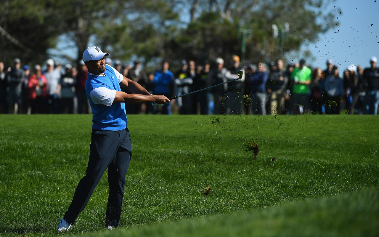 Tiger Woods plays his shot on the third hole during the first round of the Farmers Insurance Open at Torrey Pines South on January 26, 2017 in San Diego, California.   Donald Miralle/Getty Images/AFP