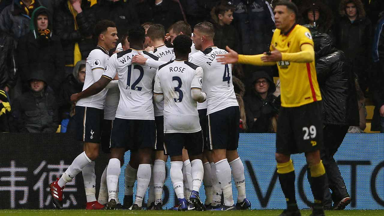Tottenham Hotspur's English midfielder Dele Alli (L) and teammates mob Tottenham Hotspur's English striker Harry Kane after he scores his team's first goal during the English Premier League football match between Watford and Tottenham Hotspur at Vicarage Road Stadium in Watford, north of London on January 1, 2017. Adrian DENNIS / AFP
