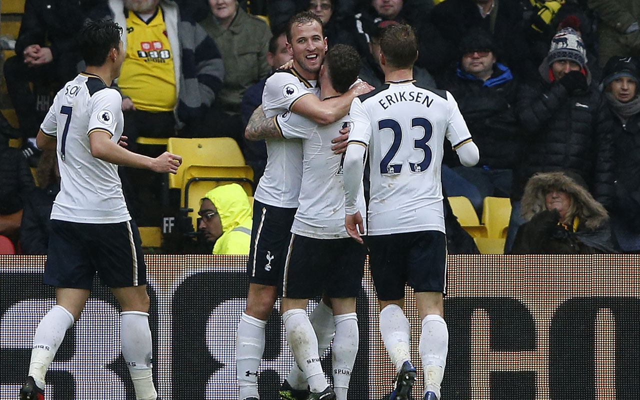 Tottenham Hotspur's English striker Harry Kane (2L) celebrates scoring his team's second goal during the English Premier League football match between Watford and Tottenham Hotspur at Vicarage Road Stadium in Watford, north of London on January 1, 2017. / AFP PHOTO / Adrian DENNIS /