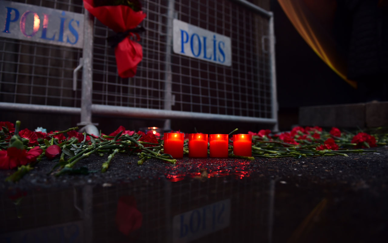 Flowers have been laid in front of the Reina night on January 1, 2017 in Istanbul, after a gunman killed 39 people, including many foreigners, in a rampage at an upmarket nightclub in Istanbul where revellers were celebrating the New Year. The shooting spree at the waterside Reina nightclub was unleashed when 2017 in Turkey was just 75 minutes old, after a year of unprecedented bloodshed that saw hundreds of people die in strikes blamed on jihadists and Kurdish militants and a bloody failed coup. / AFP PHOTO / YASIN AKGUL