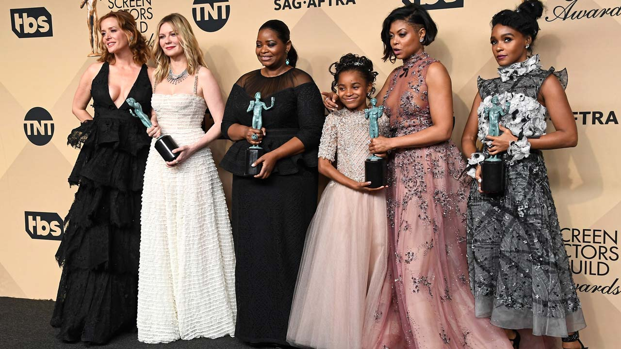 LOS ANGELES, CA - JANUARY 29: (L-R) Actors Kimberly Quinn, Kirsten Dunst, Octavia Spencer, Saniyya Sidney, Taraji P. Henson, and Janelle Monael, co-recipients of the Outstanding Performance by a Cast in a Motion Picture award for 'Hidden Figures,' pose in the press room during The 23rd Annual Screen Actors Guild Awards at The Shrine Auditorium on January 29, 2017 in Los Angeles, California. 26592_008 Frazer Harrison/Getty Images/AFP Frazer Harrison / GETTY IMAGES NORTH AMERICA / AFP