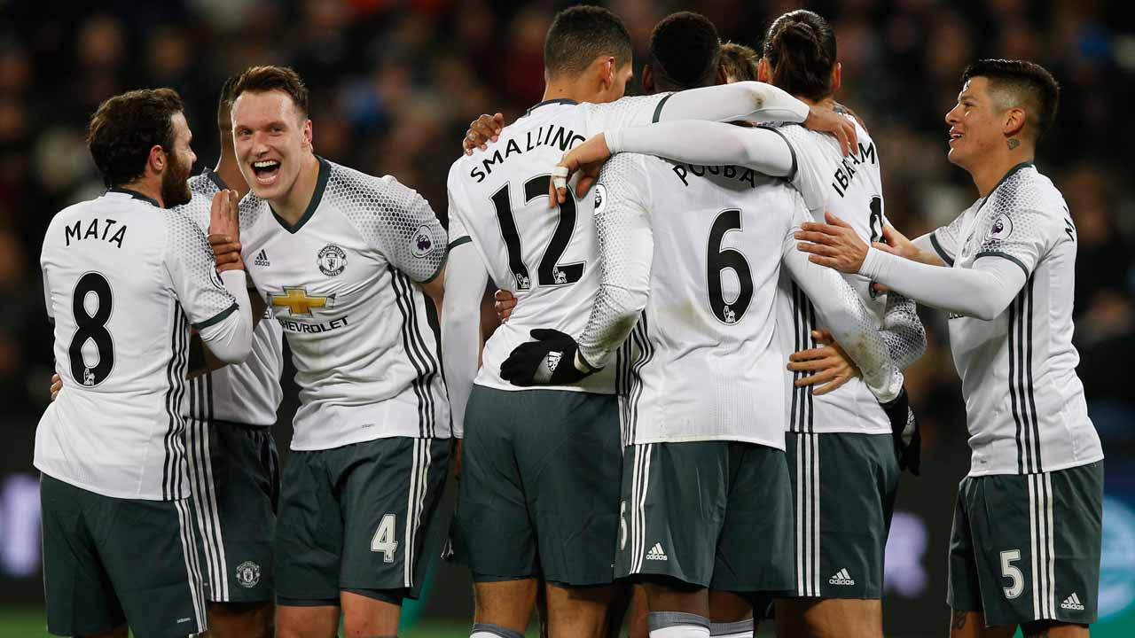 Manchester United's Swedish striker Zlatan Ibrahimovic (2nd R) celebrates with teammates after scoring their second goal during the English Premier League football match between West Ham United and Manchester United at The London Stadium, in east London on January 2, 2017. Manchester United won the game 2-0. Adrian DENNIS / AFP