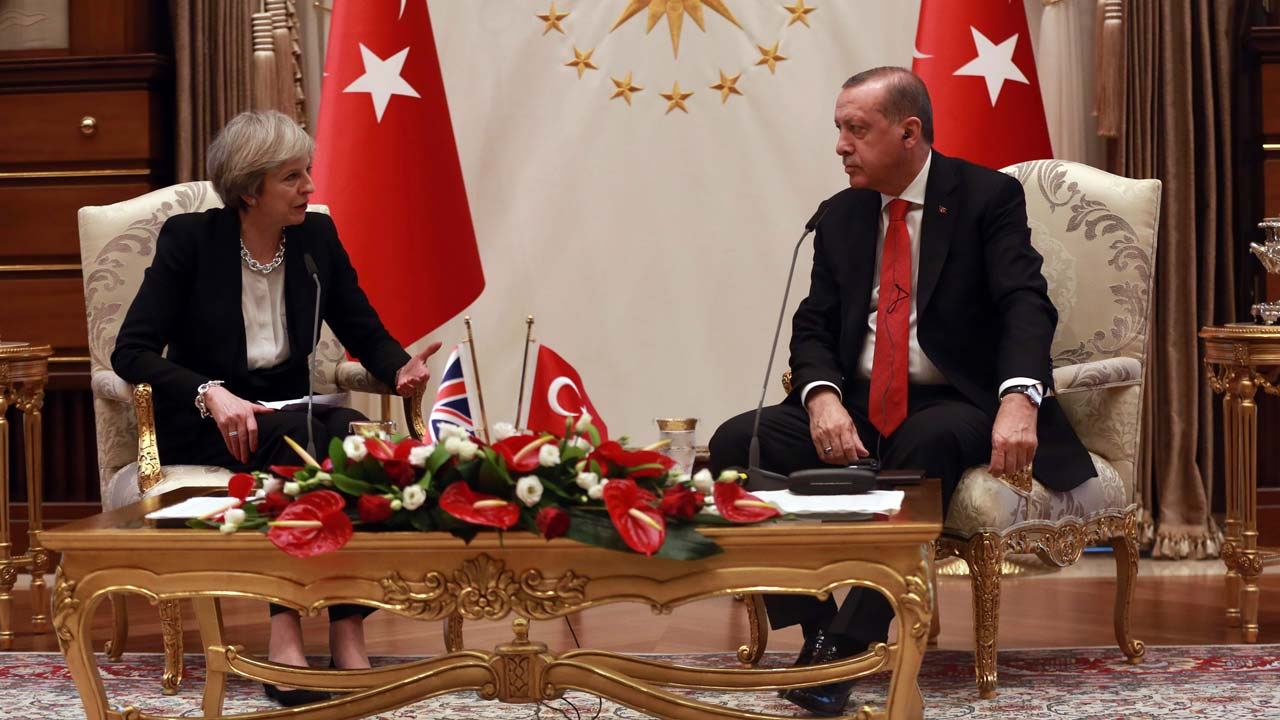 Turkey's President Recep Tayyip Erdogan (R) and British Prime Minister Theresa May speak after their meeting at the presidential complex in Ankara on January 28, 2017. British Prime Minister Theresa May on January 28 promised steps to ramp up trade between Turkey and Britain ahead of Brexit but also urged Ankara to uphold human rights following a failed coup. On her first visit to Turkey as premier and fresh from meeting new US President Donald Trump at the White House, May held three hours of talks with President Recep Tayyip Erdogan. Adem ALTAN / AFP