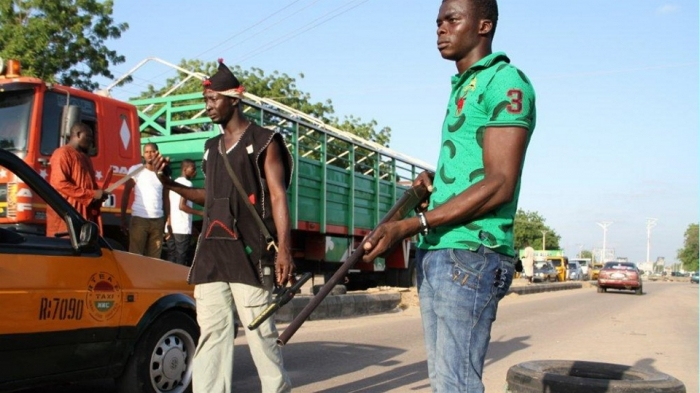 nigeria-civilian-jtf-roadblock-in-maiduguri-obi-irin