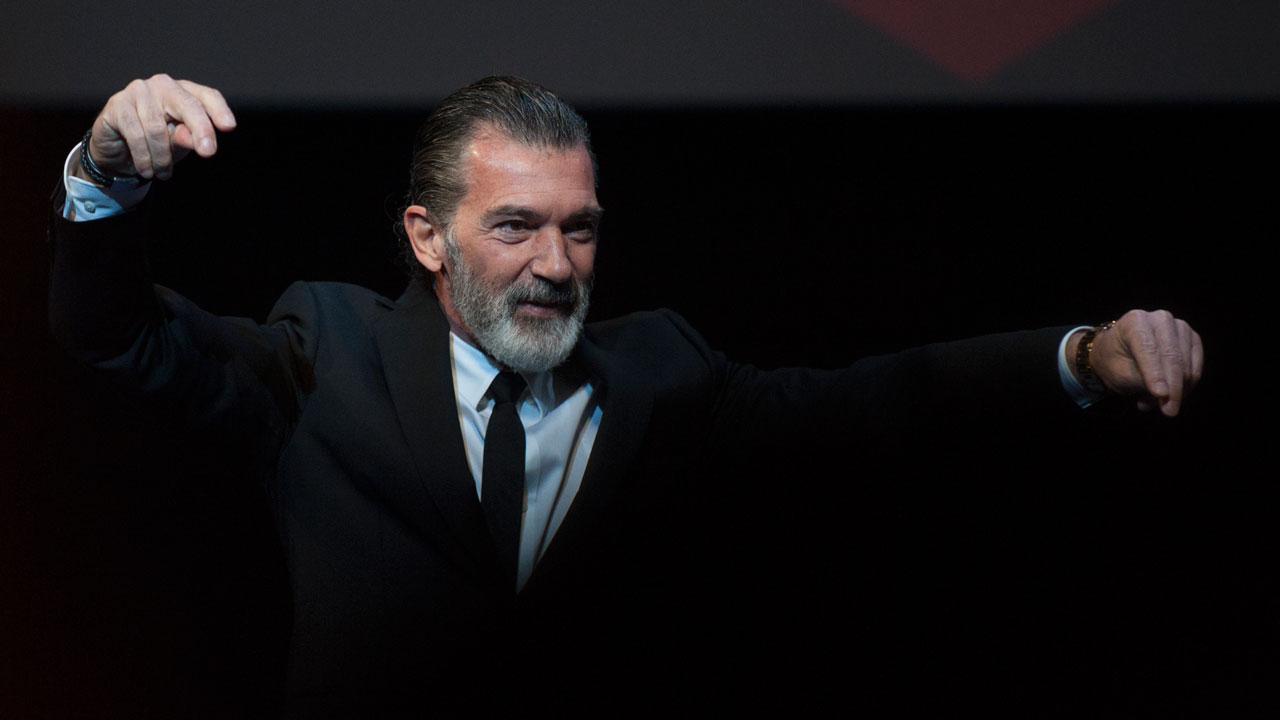 Antonio Banderas says no more cigarettes after heart ...