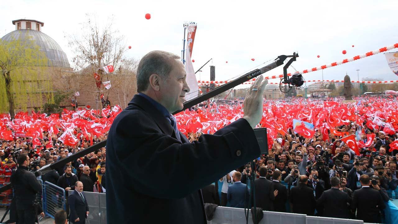 Polling stations open in Turkey's crucial referendum on reforms