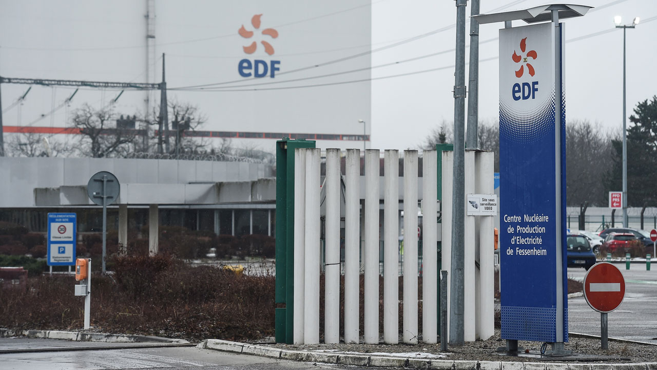 France enshrines decision to close oldest nuclear plant