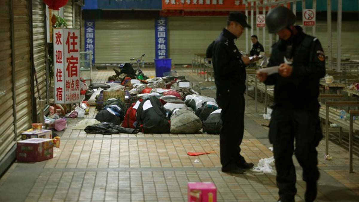 Knife-wielding man kills two, wounds 18 in China