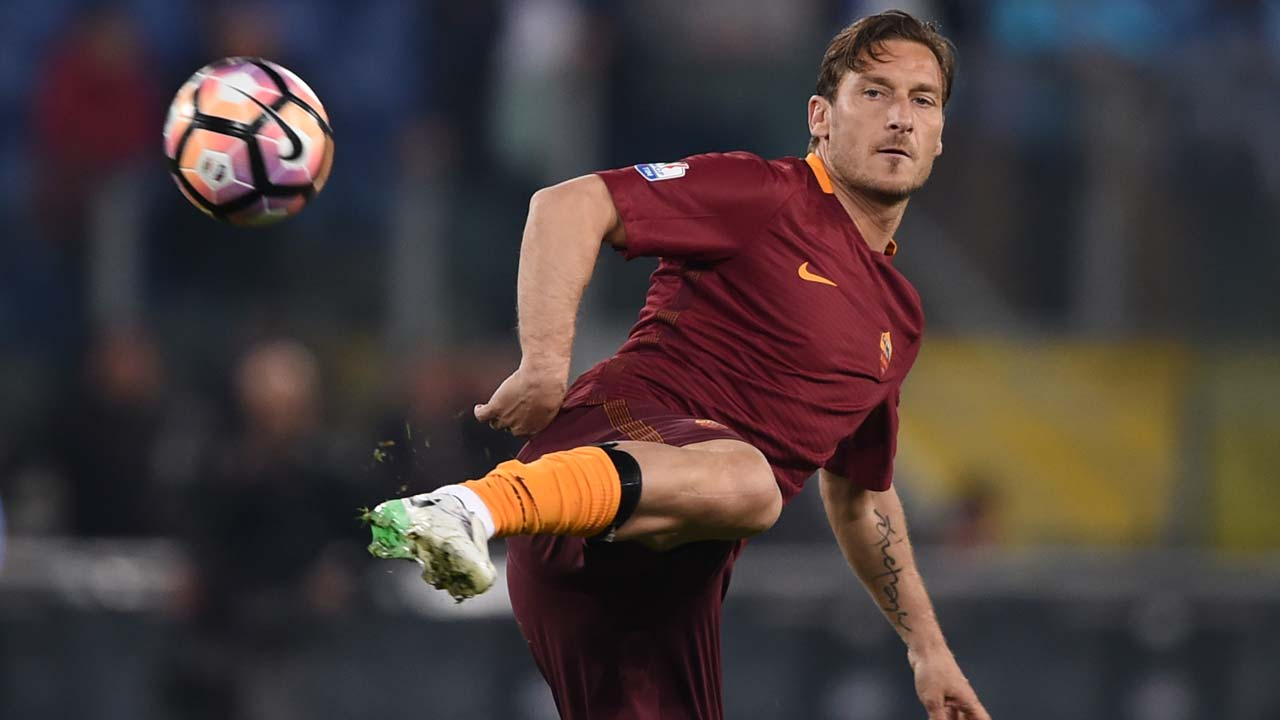 Totti comes on in 2nd half of final match with Roma