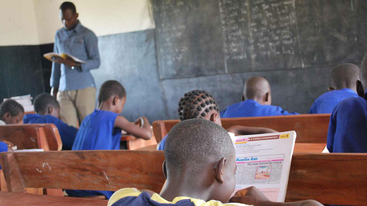 Government pledges to pay teachers higher than other workers | The