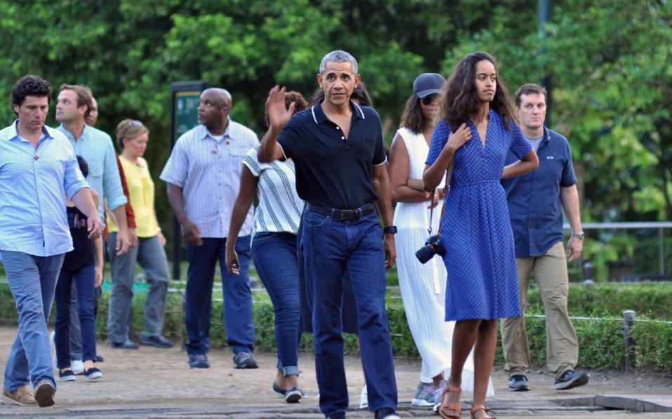 Barack Obama and family enjoy Indonesia holiday