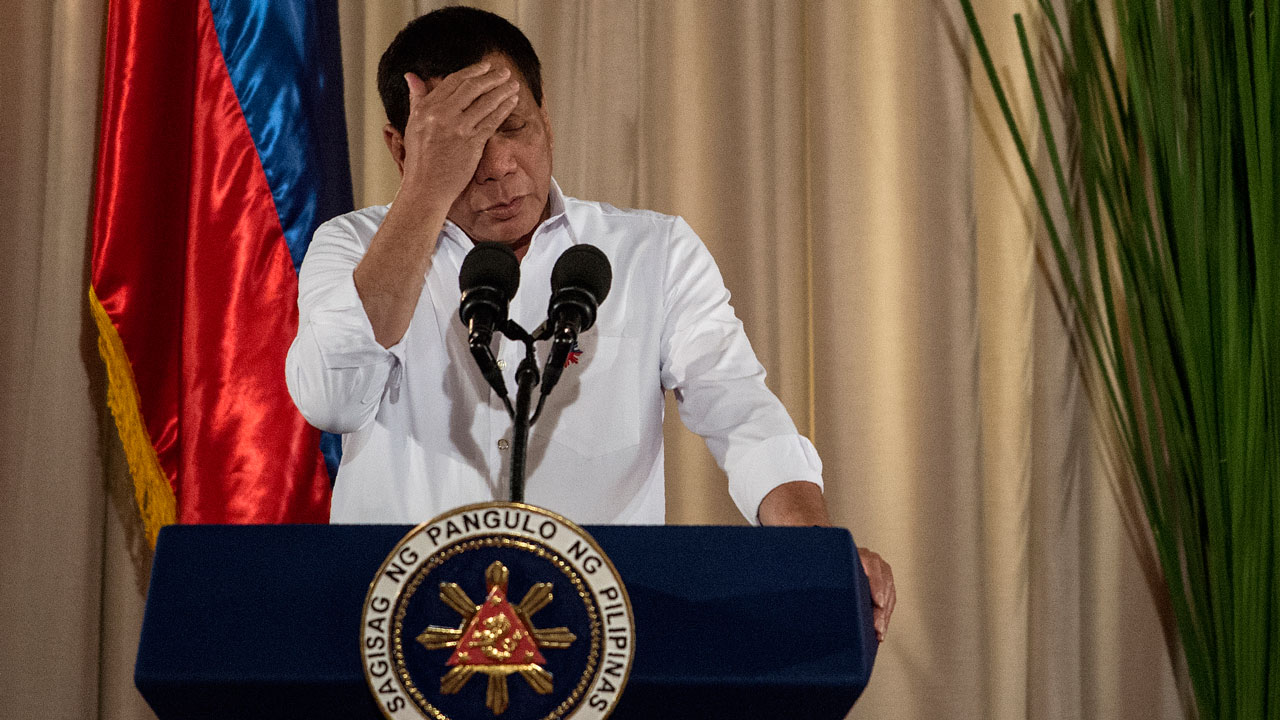 Duterte takes a rest as Philippine city burns