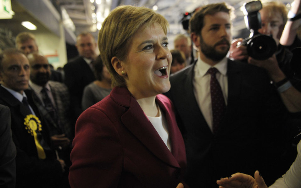 Nicola Sturgeon calls for May to pause Brexit negotiations