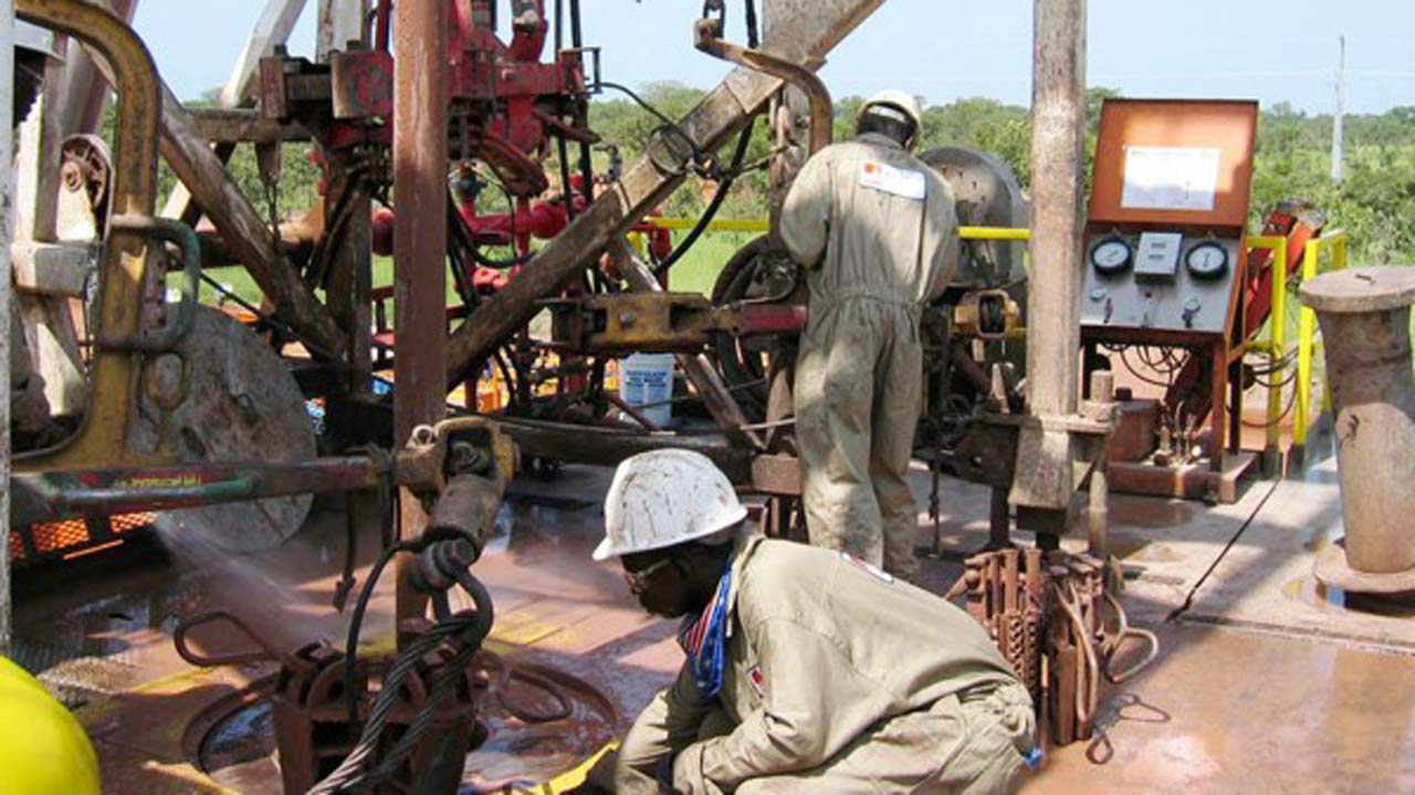 Nigeria fails to review oil contract despite $21b loss