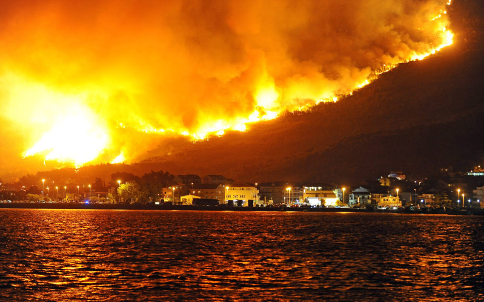 Montenegro Fires Force Tourists to Evacuate