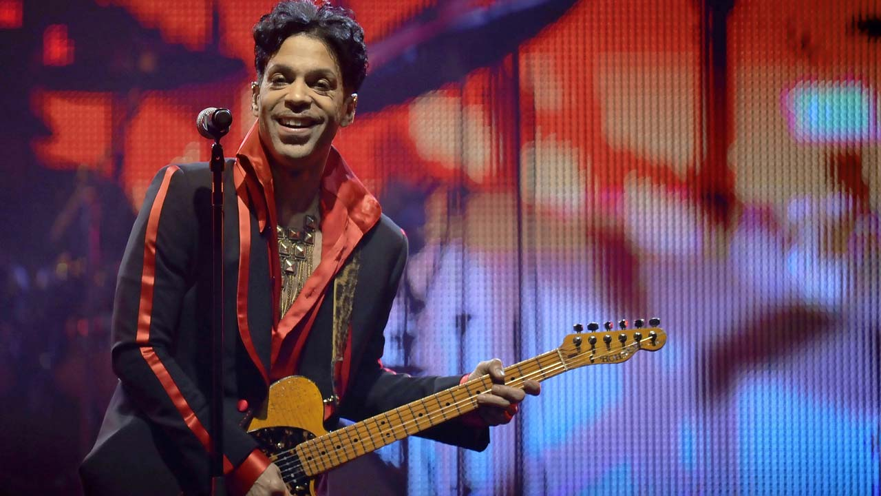 Judge Voids Prince $31 Million Universal Music Deal