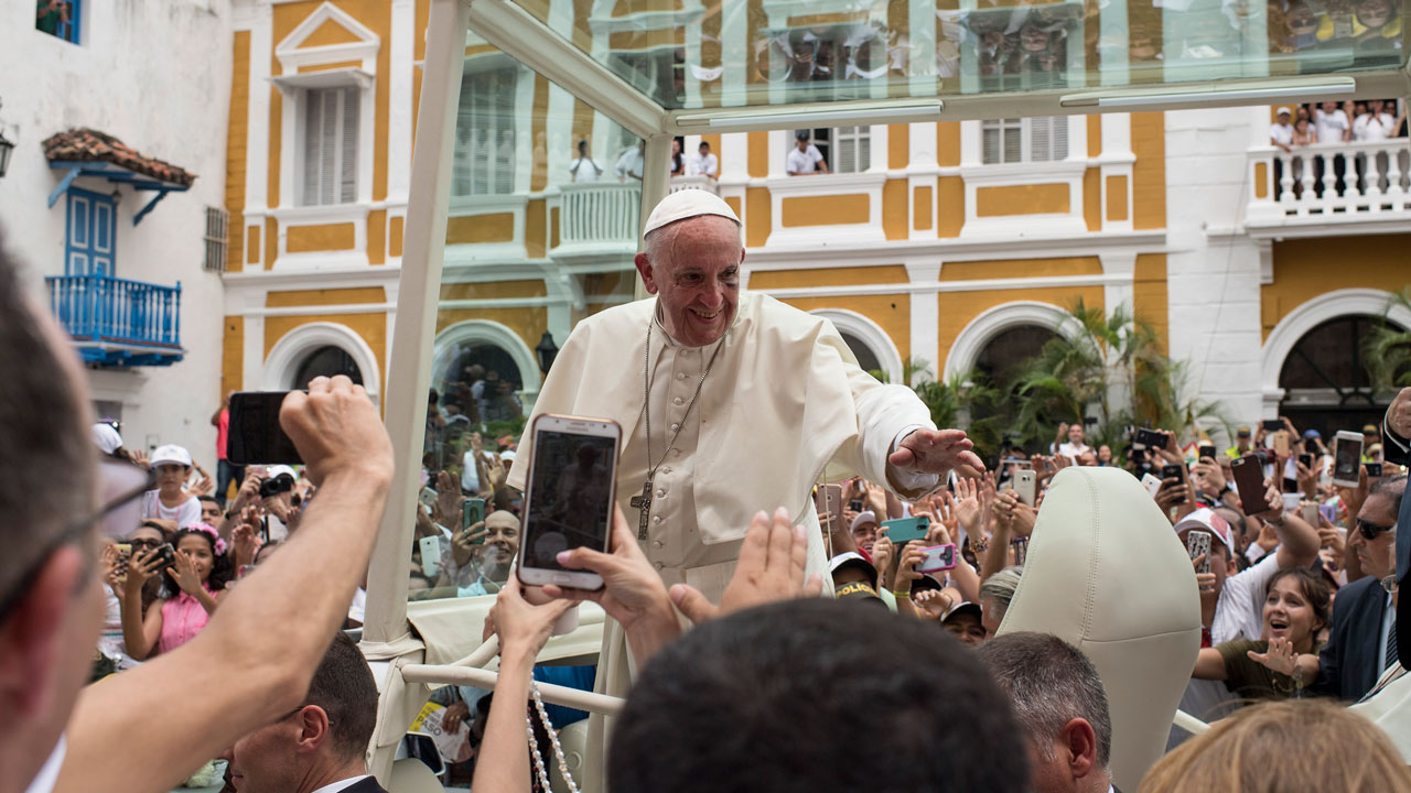 Pope injures head in Popemobile during Colombia procession