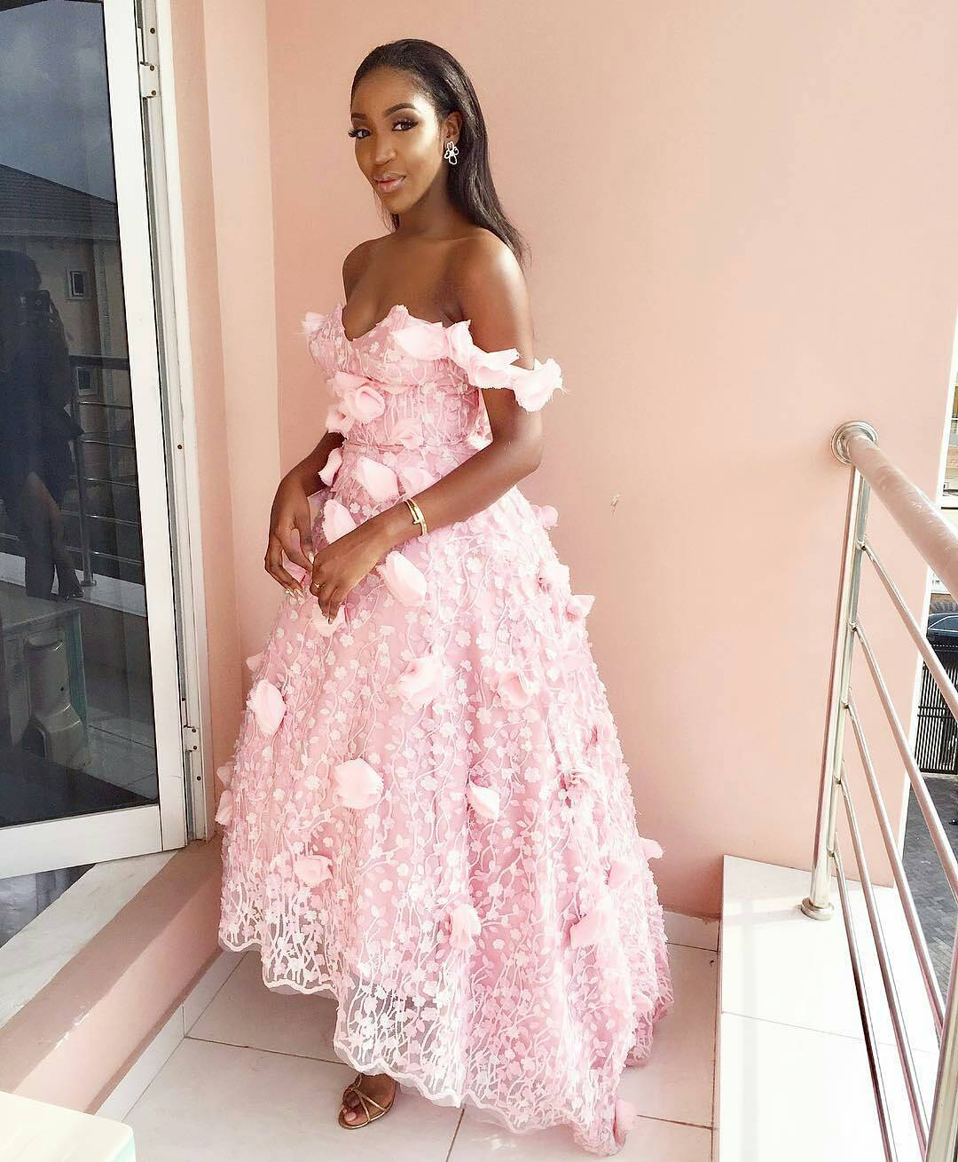 Guests At Adesua Etomi And Banky W\'s Traditional Wedding #BAAD2017 ...