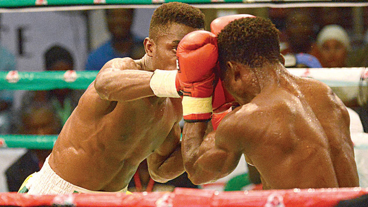 Boxers talk tough ahead of Night Mini showdown