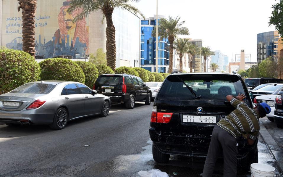Saudi Arabia says 201 people held in anti-graft swoop