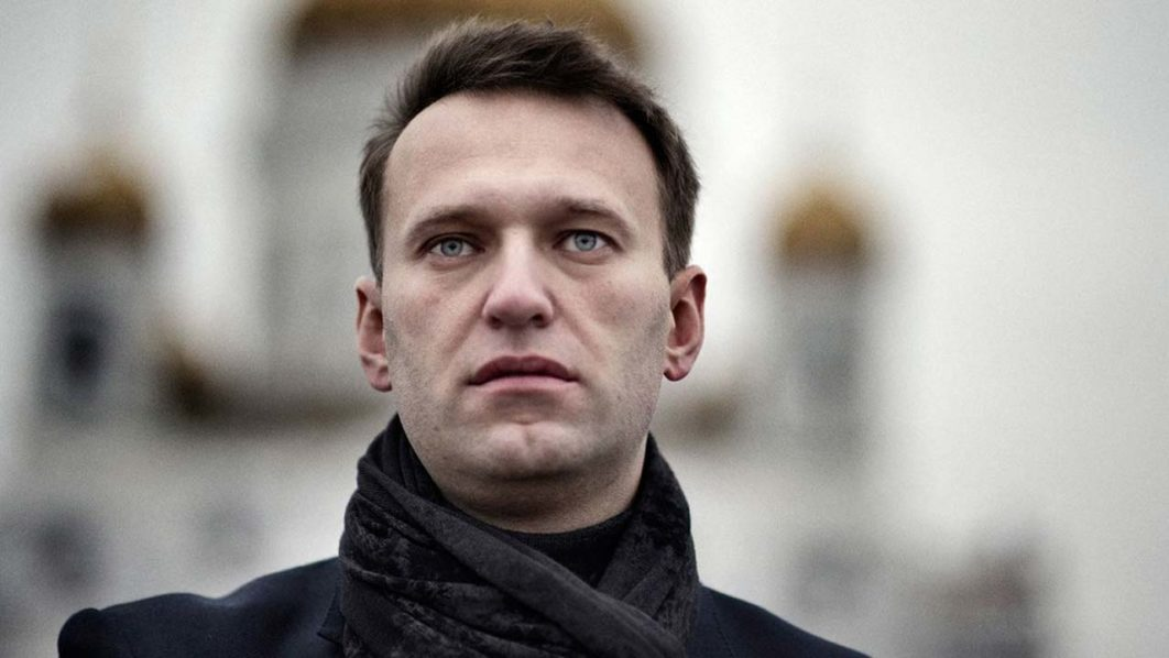 Thousands of Russians endorse Navalny to challenge Putin in March vote