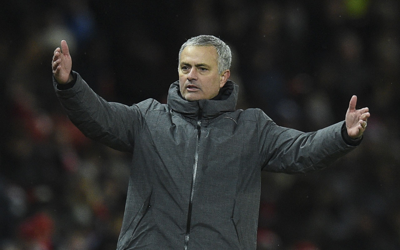 Mourinho clashes with Man City players