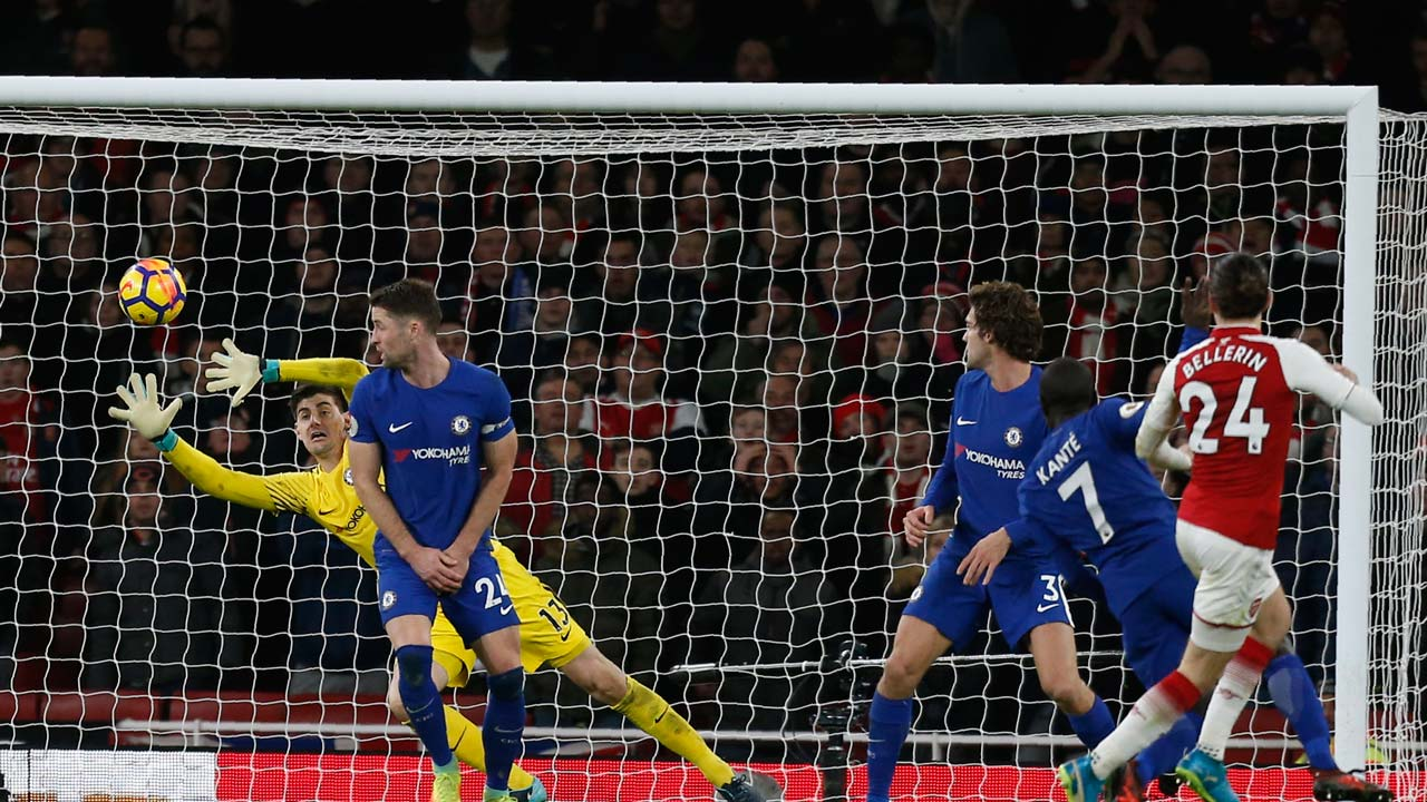 Bellerin strikes late to rescue Arsenal in Chelsea thriller