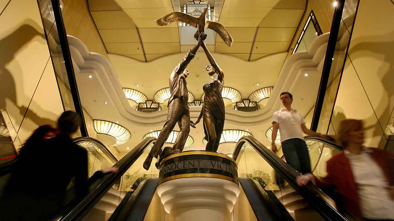 Harrods to return statue of Dodi and Diana to Mohammed Al Fayed class=