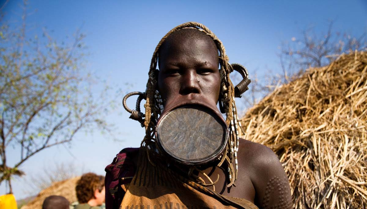 The Ethiopian Tribe Where A Lip Plate Makes You More Attractive ...