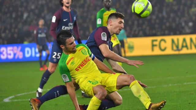 Referee kicks Nantes player as PSG edge to victory
