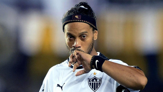 Ronaldinho retires from football