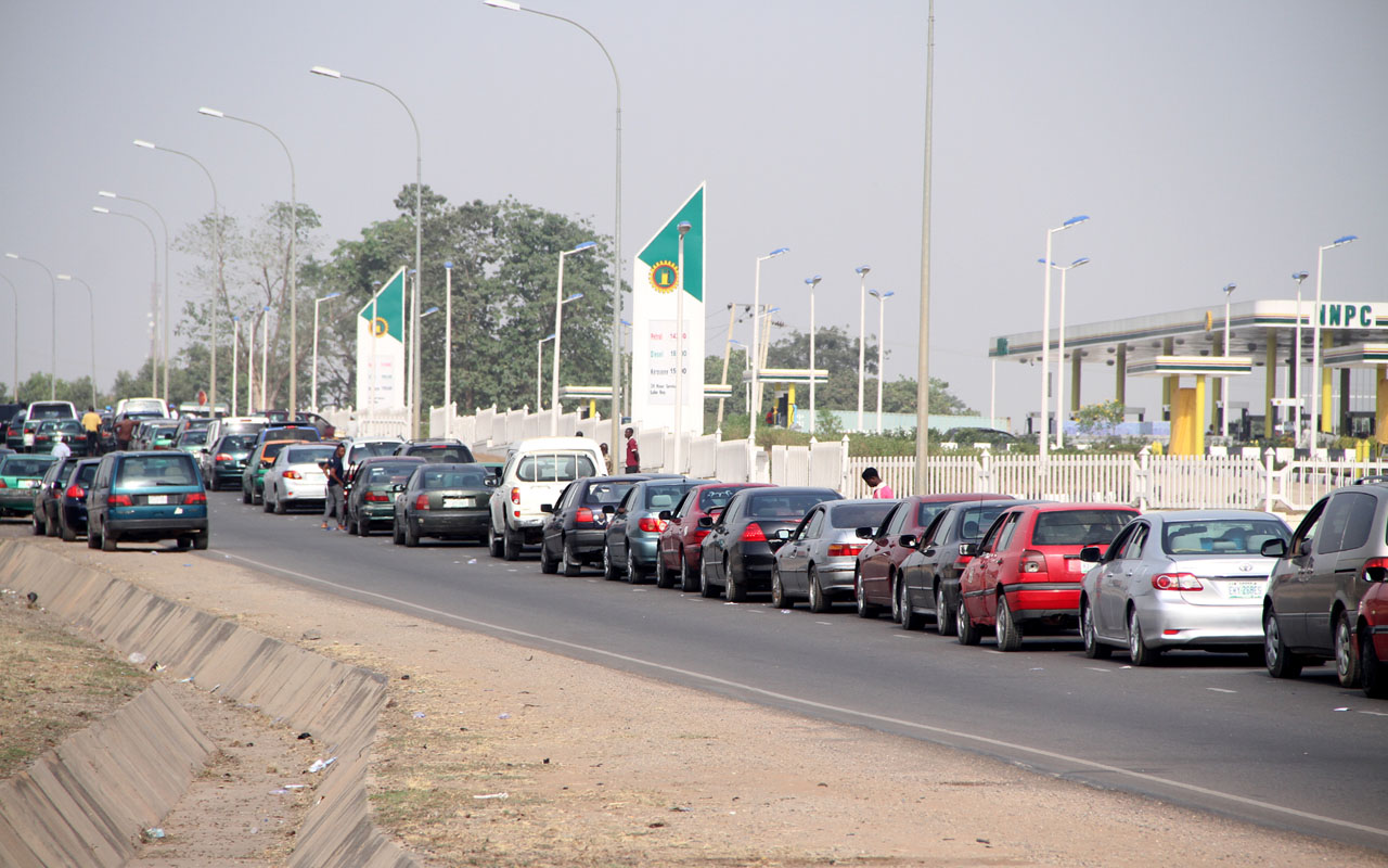 'I'm Tired Of This Country', Says Motorist In Akure As Petrol Scarcity Bites, Price Reaches N180/Litre